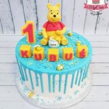 MajCake - Drip Cake Kubuś Puchatek Roczek
